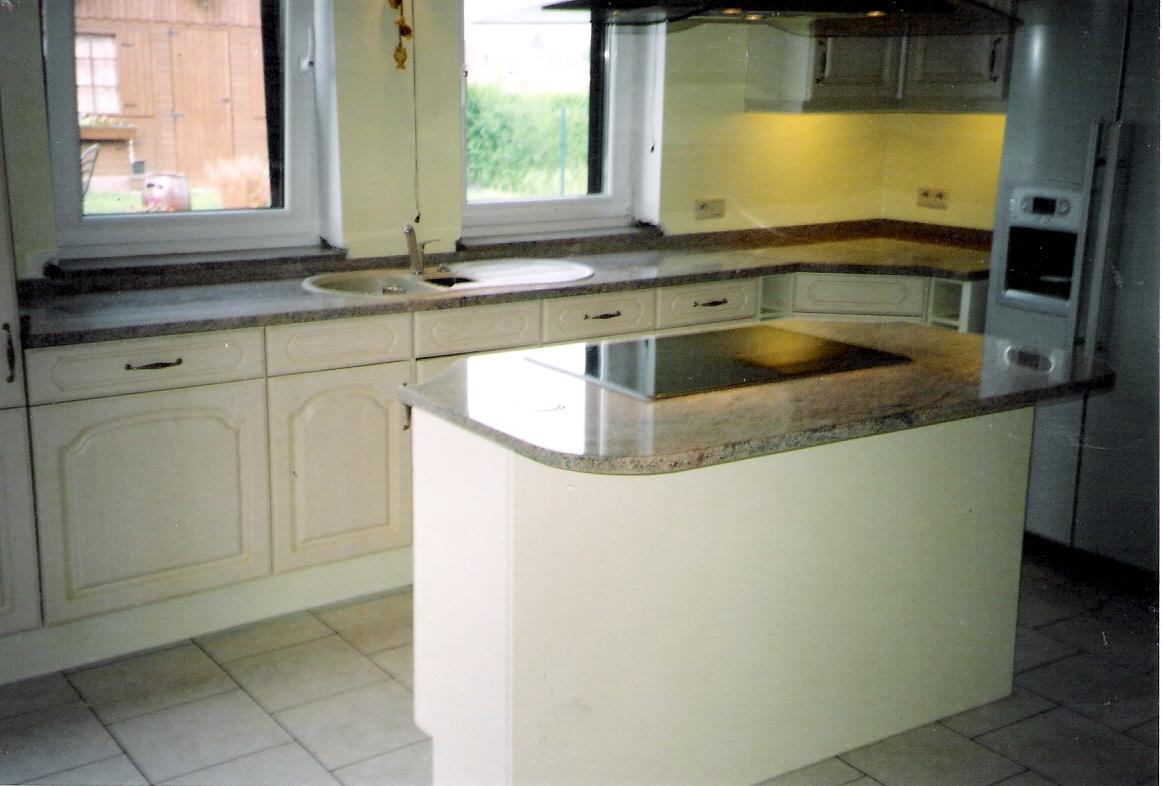 plan de travail une cuisine am nag e avec go t se fait avec un plan de travail en pierre. Black Bedroom Furniture Sets. Home Design Ideas